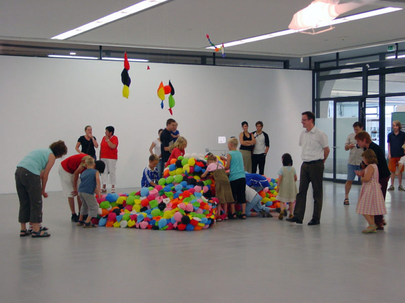 Hans-Hemmert-–-German-Panther-2007-balloons-air-glue-960-x-370-x-300cm-Staedtische-Galerie-Nordhorn-after-six-weeksFinnisage