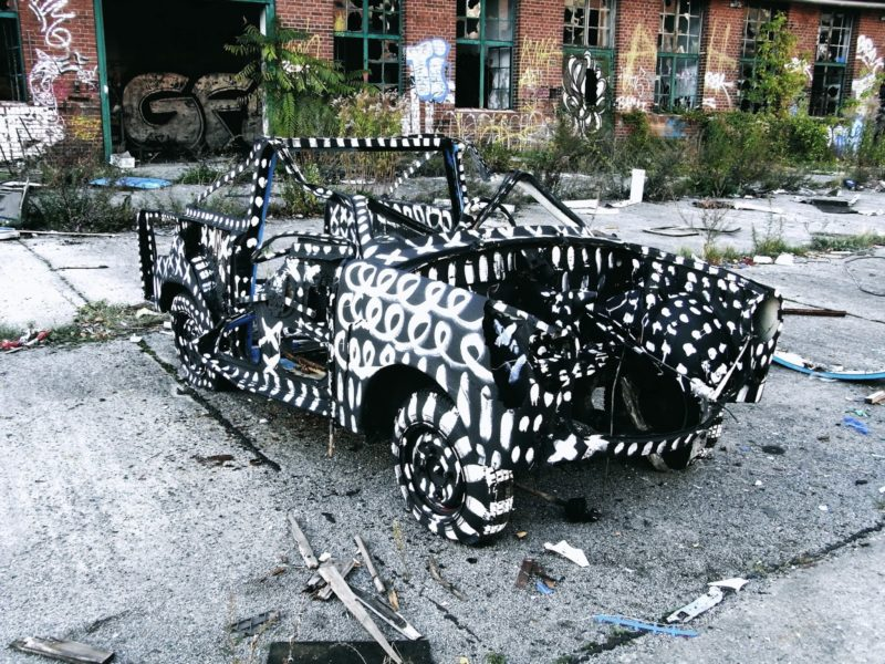 Yang Jazoo – House paint, acrylic on abandoned cars, Barenquell Beer Factory, Berlin, 2012