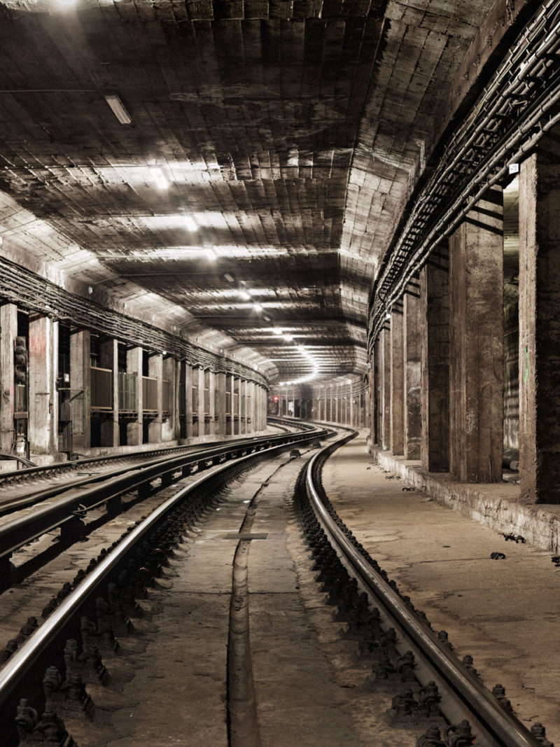 Photographer Timo Stammberger in subway tunnels without permission