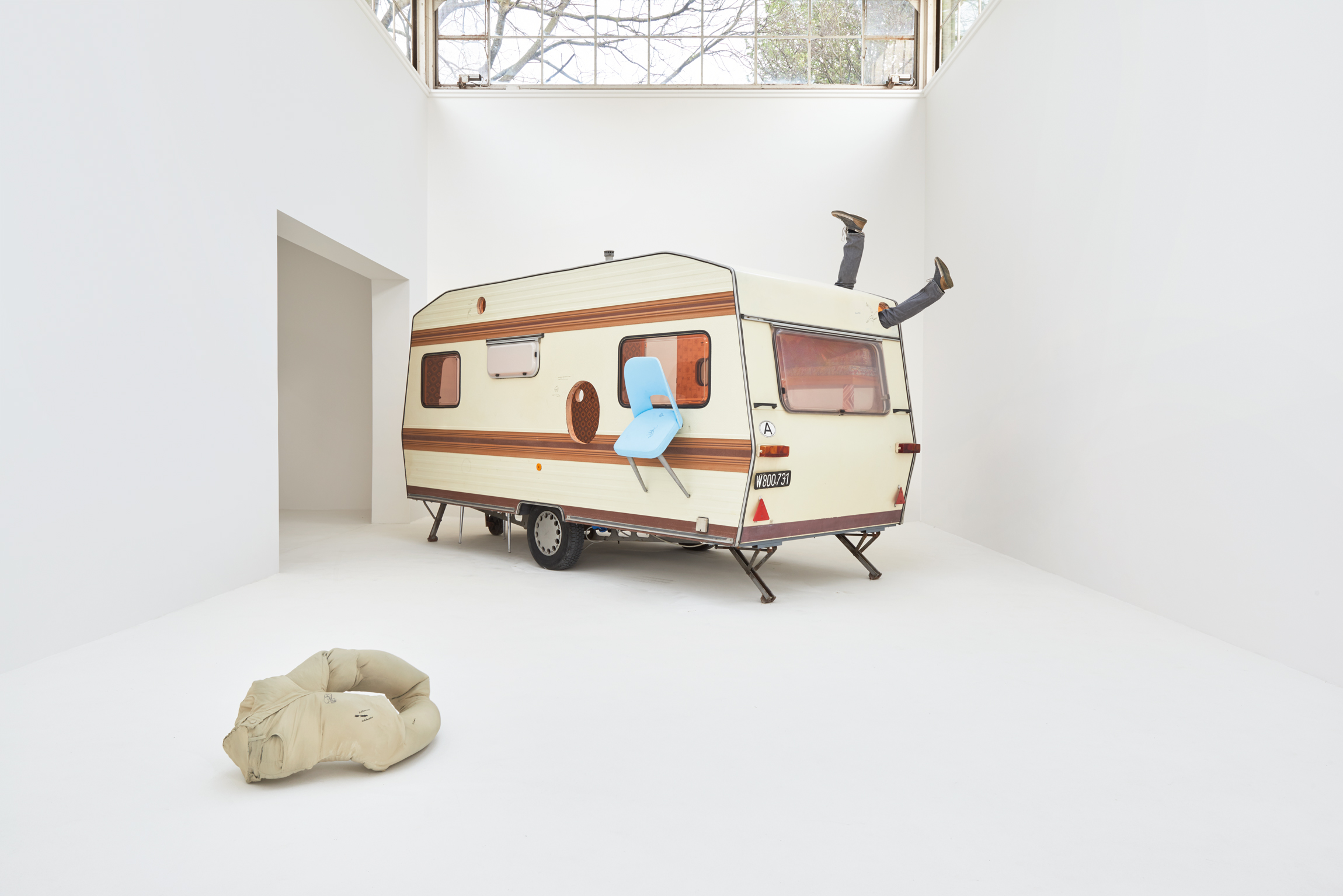 erwin wurm 39 s one minute sculptures are refreshing. Black Bedroom Furniture Sets. Home Design Ideas