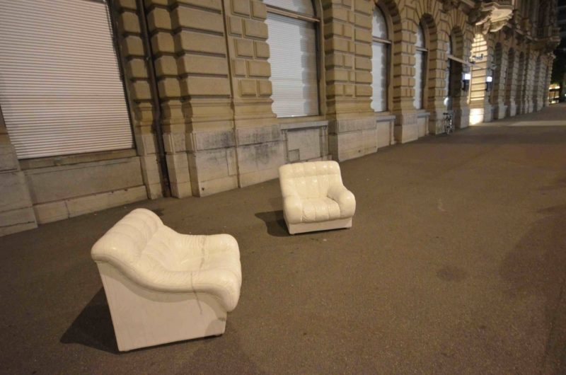 Ai Weiwei - Sofa in White, 2011, Zürich