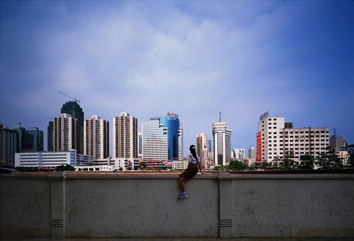 Weng Fen - Sitting on the Wall - Shenzhen (2), 2002-2003