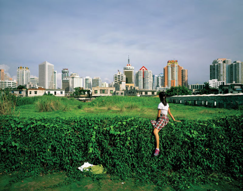 Weng Fen – Sitting on the Wall – Haikou, 2005