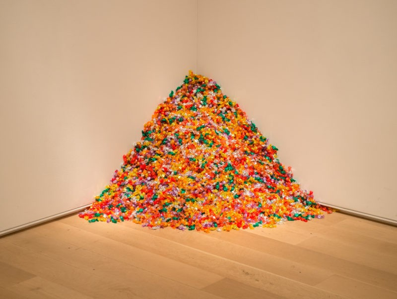 Felix Gonzalez-Torres – Untitled (Portrait of Ross in L.A.), 1991, Candies individually wrapped in multicolor cellophane, endless supply. Dimensions vary with installation; ideal weight 175 lbs