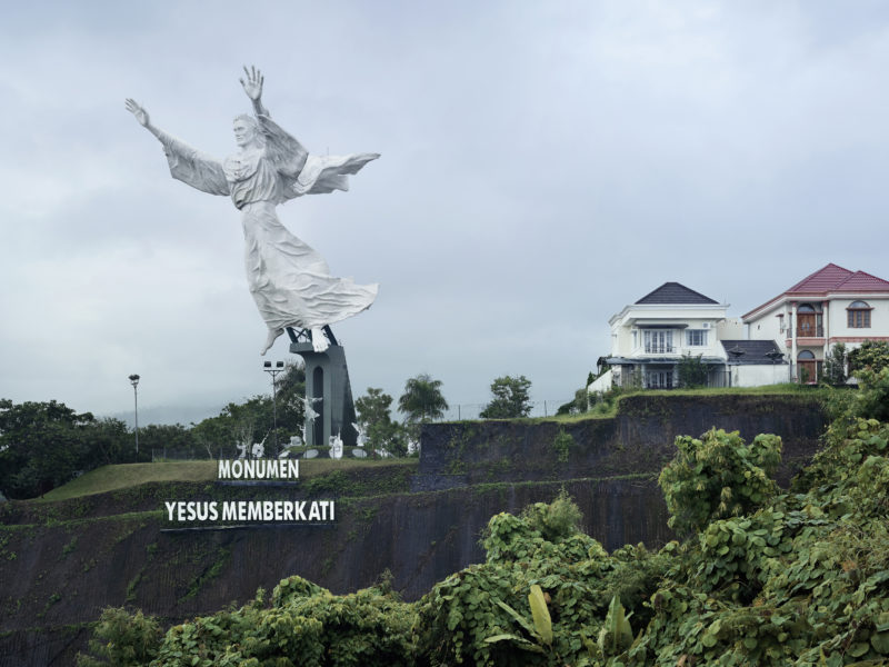 Fabrice Fouillet - Colosses - Christ Blessing Manado, Indonesia 30 m (98.5 ft) Built in 2007