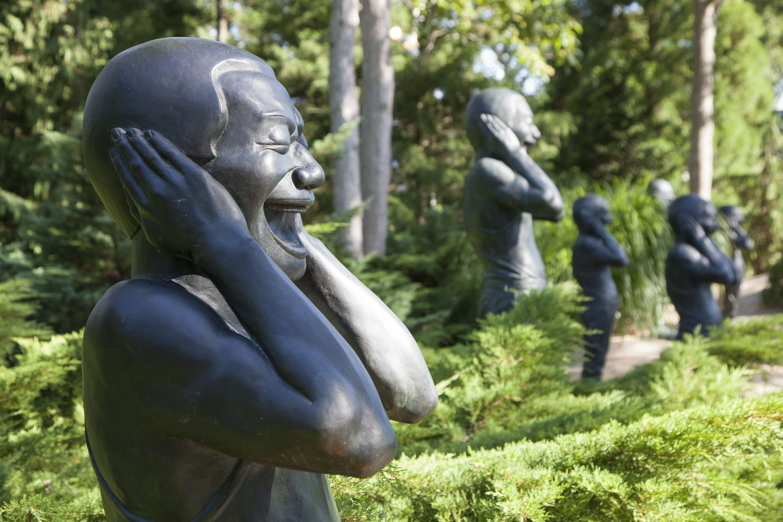 Yue Minjun   Contemporary Terracotta Warriors, 2005, LongHouse Reserve  Garden, East Hampton,
