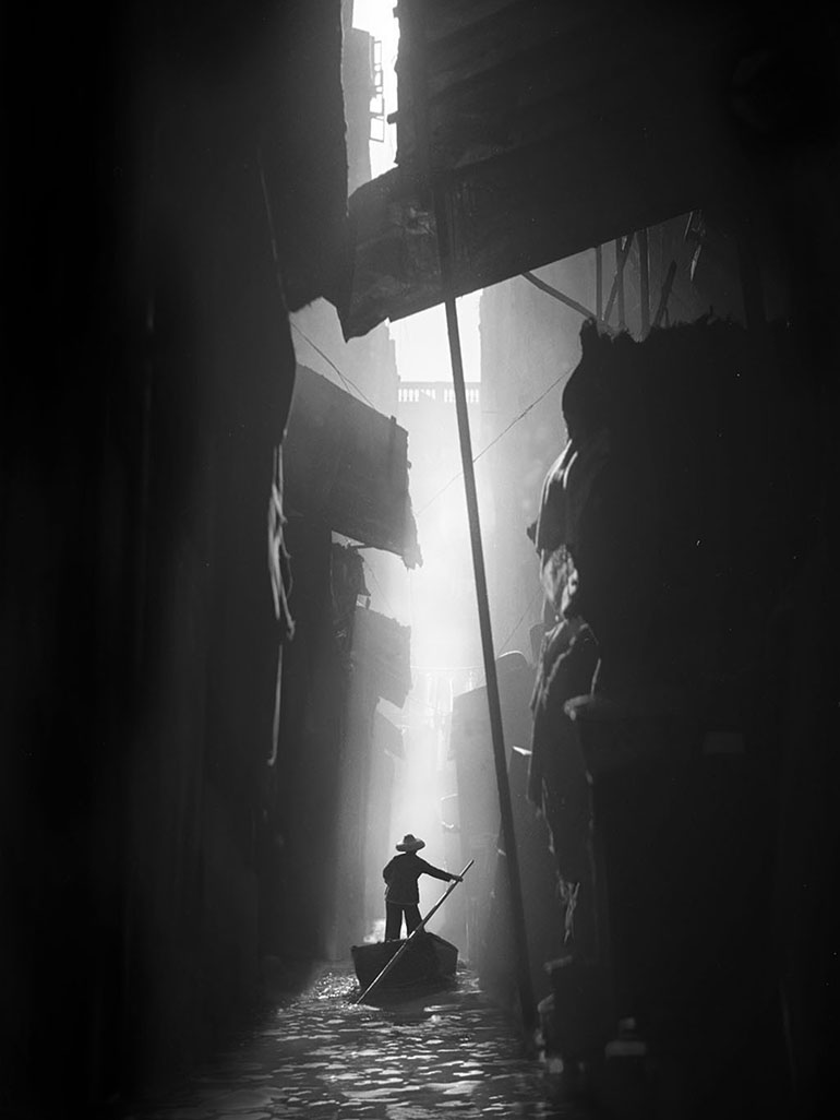 Fan Ho's street photography: How Hong Kong looked like 60 years ago