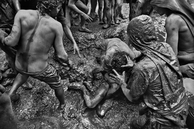 Sebastiao Salgado – Serra Pelada Gold Mine, Brazil, 1986, Gold miners fight in Serra Pelada, a quite common scene