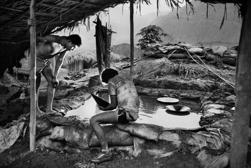 Sebastiao Salgado – Serra Pelada Gold Mine, Brazil, 1986, Gold scrubbers