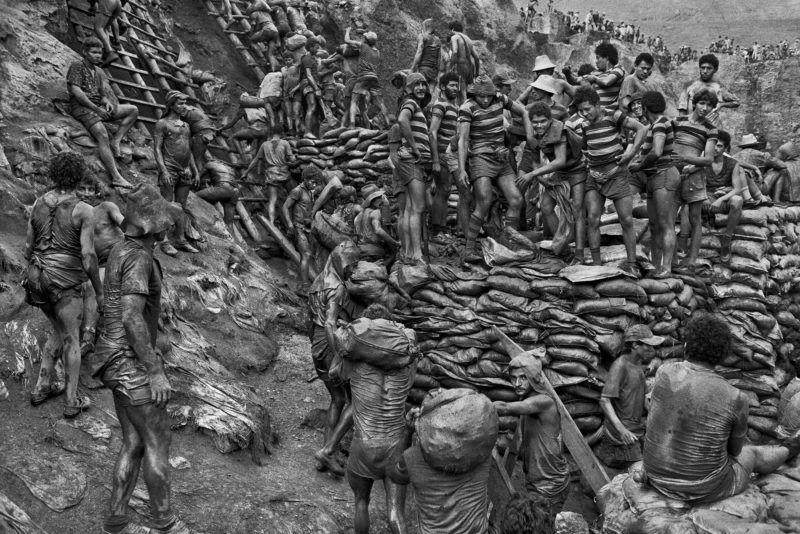 Sebastiao Salgado – Serra Pelada Gold Mine, Brazil, 1986, Workers with striped shirts, used to identify the group that found a gold lode in a given lot