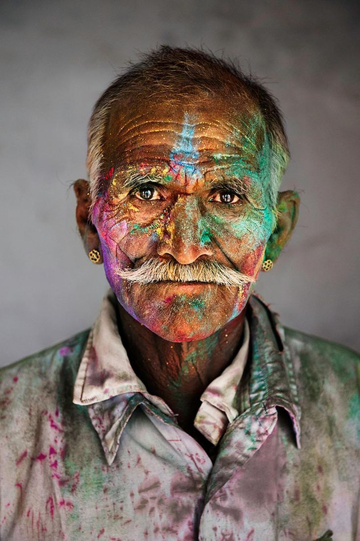 Steve McCurry - Man covered in powder, Rajasthan, India, 2009