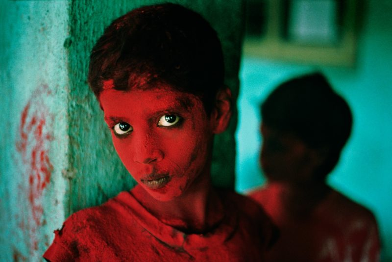 Steve McCurry - Painted Boy, Bombay, India, 1996