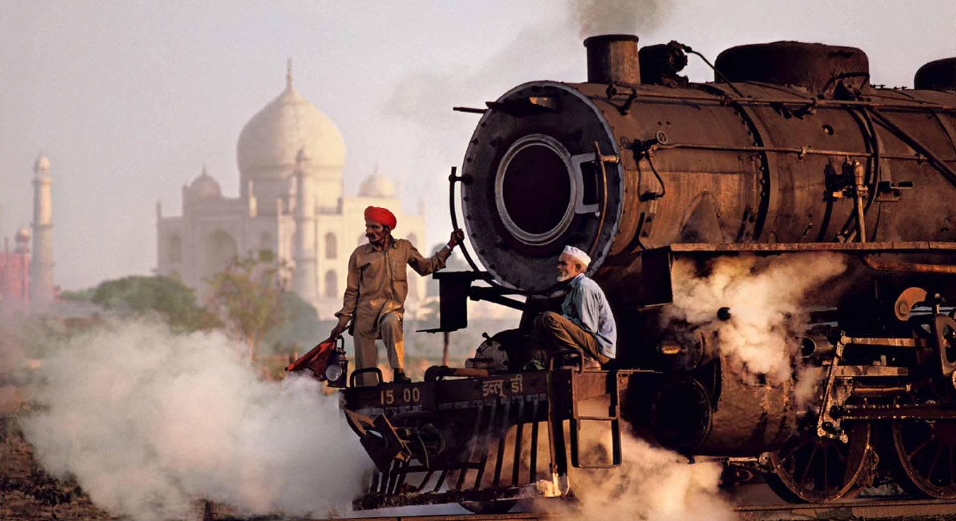 Steve McCurry - Taj Mahal and train, Agra, 1983