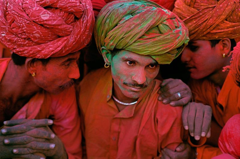 Steve McCurry - Villagers participating in the Holi Festival, Rajasthan, India, 1996