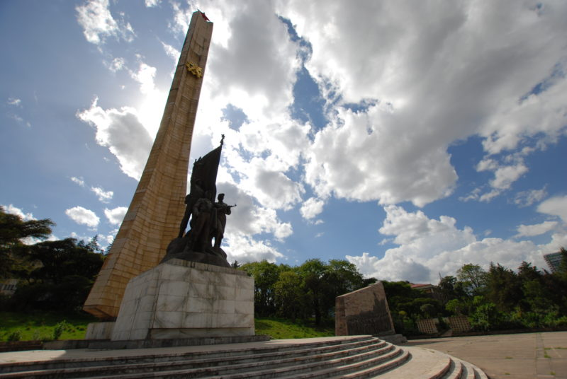 The Red Star is just visible on the top. The hammer and sickle are halfway up the column. Tiglachin Monument, 1984 – Addis Ababa, Ethiopia