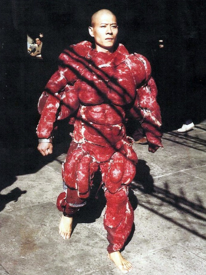 Zhang Huan in suit made from raw meat (video)