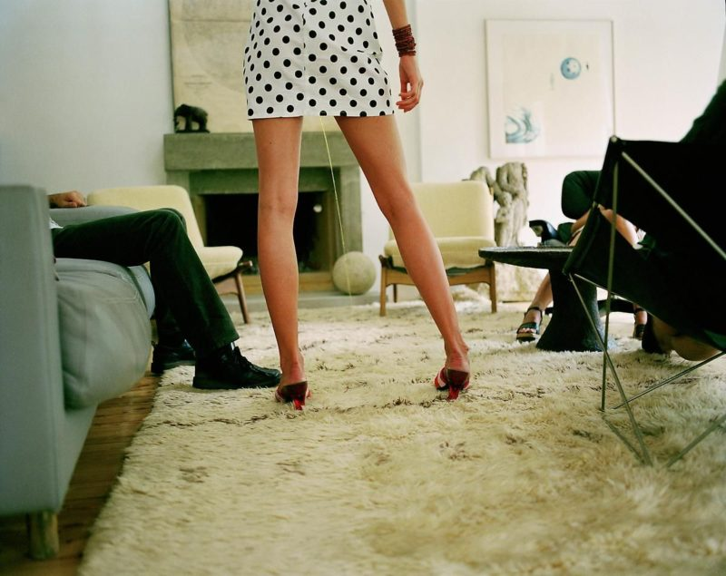 Erwin Wurm - Instructions on how to be politically incorrect, Pee on someone's rug, 2003, c-print (126 x 160 cm)