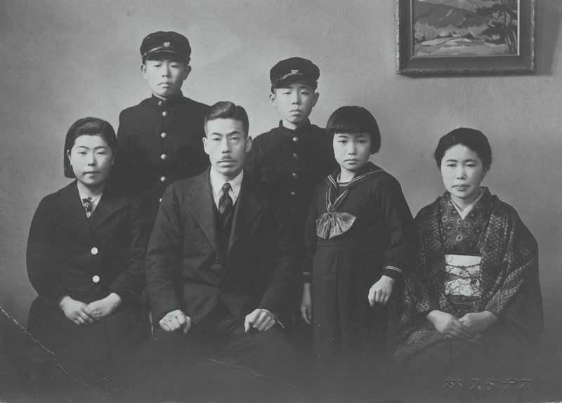 Kusama's family (Yayoi second from the right)