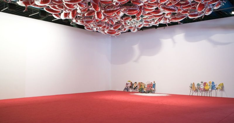 Philippe Parreno - Speech Bubbles (Silver), 2009 (on ceiling; background) Silver Mylar foil (PET foil out of biaxially oriented polyethylene terephthalate), helium, Centre Pompidou, Paris, 2009