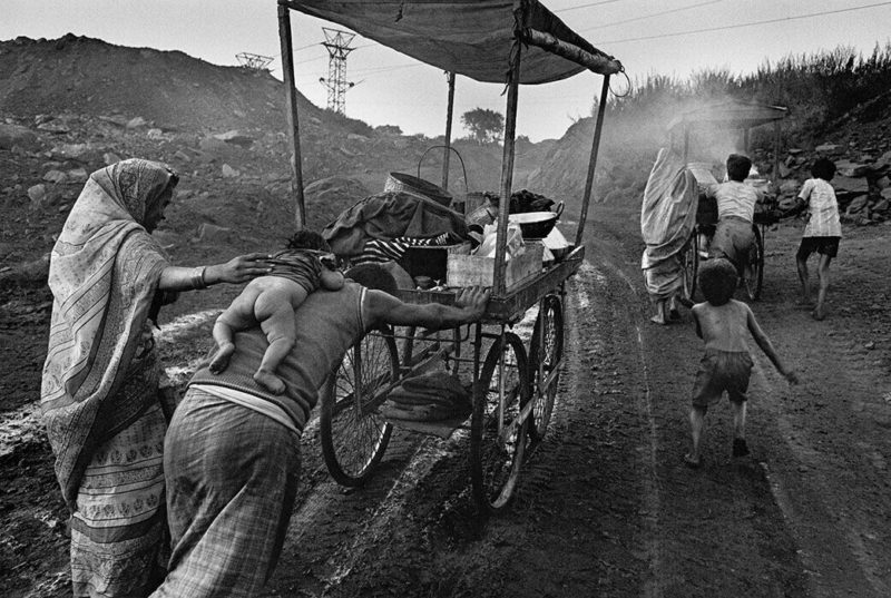 Sebastião Salgado - Coal industry workers, India, 1994