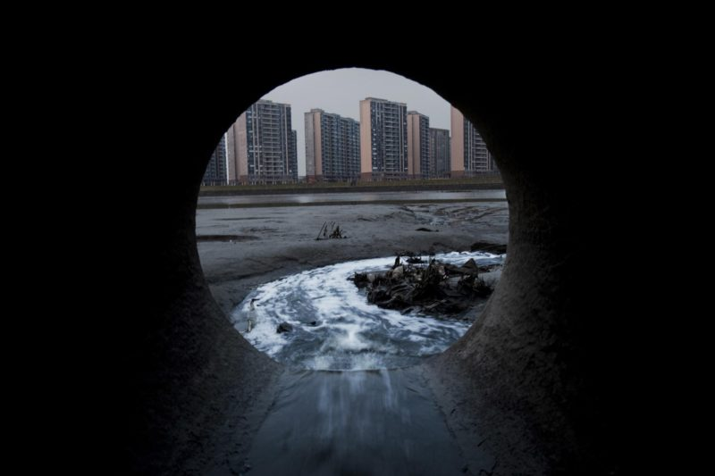 "Lu Guang - A look through this sewage pipe shows the high-range premises ""golden brink"". The existence of these sewage pipes, however, does not mean the Fenghua River's water is ""golden."