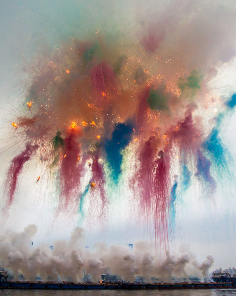 Cai Guo-Qiang's massive 8min explosive performance made citizens call the police
