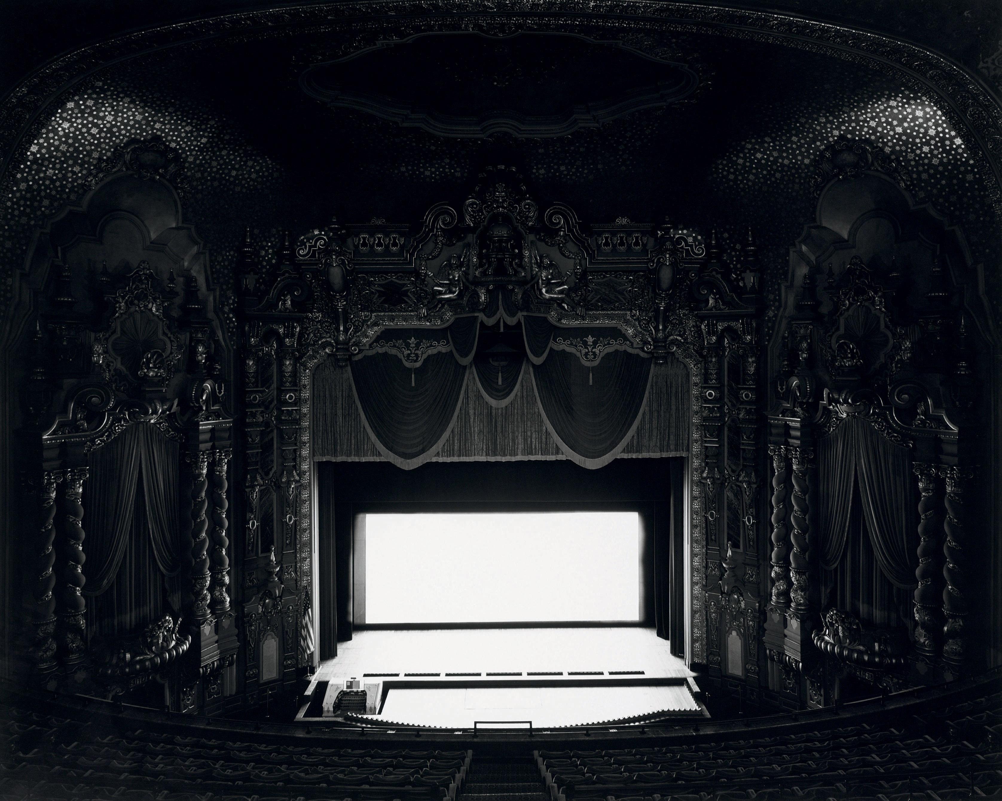 Hiroshi Sugimoto - Theaters - Ohio Theater, Ohio, 1980