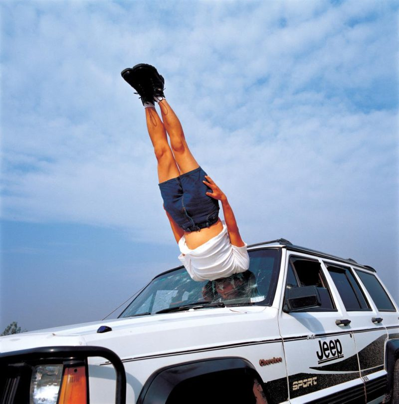 Li Wei - Falls to the car, 2003