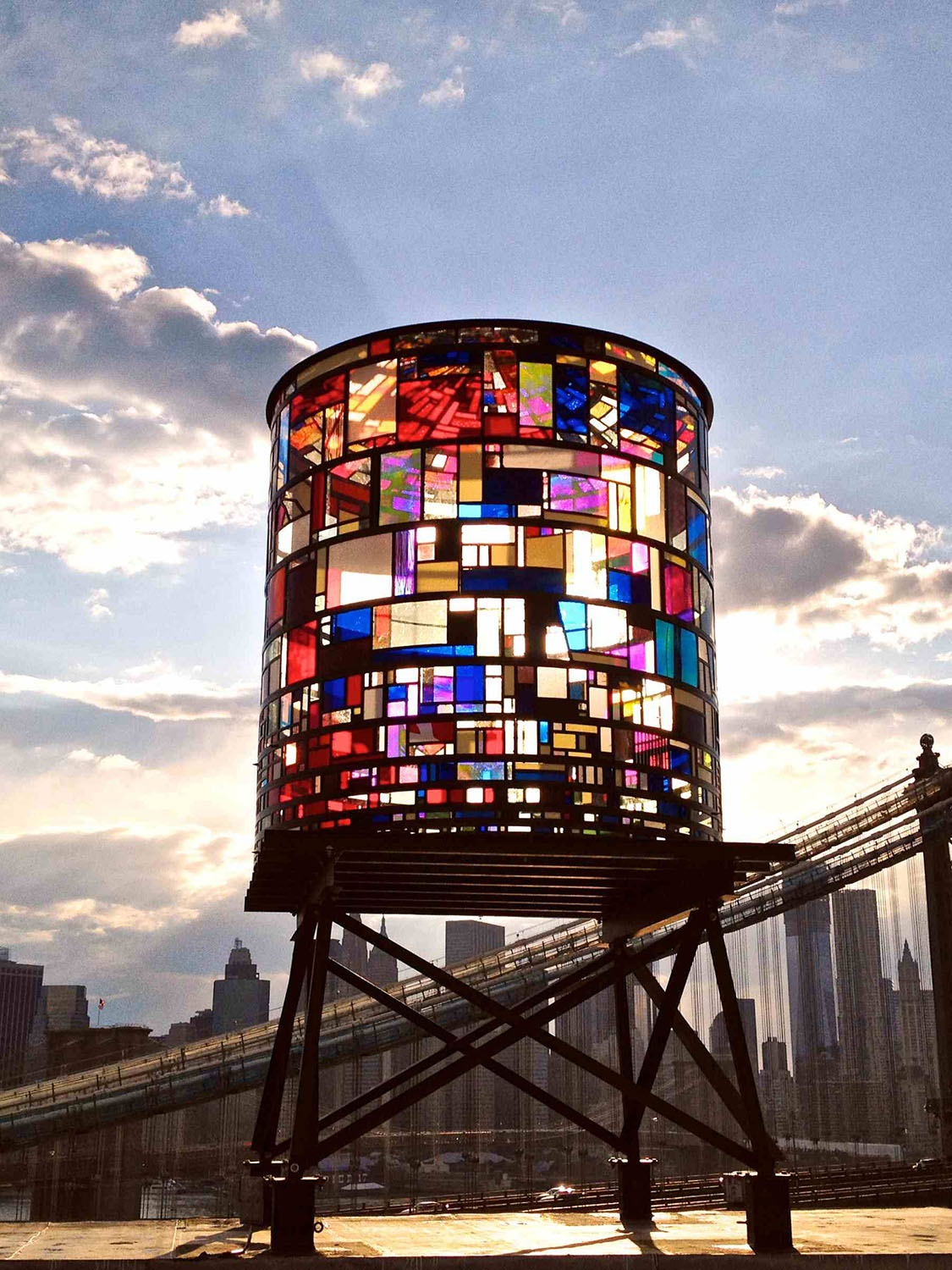 Tom Fruin's New York Watertower - Made of 1000 scrap plexiglass pieces