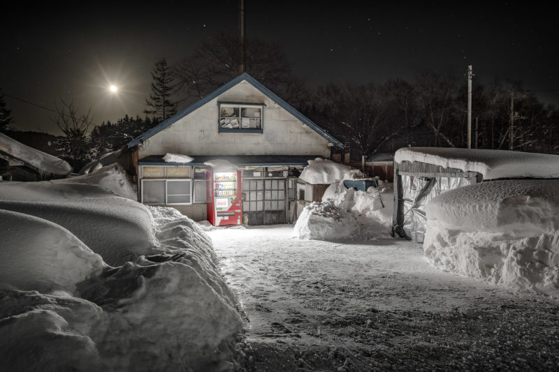 Eiji Ohashi - Vending Machines in Japan, Roadside Lights, Imakane-town/Hokkaido