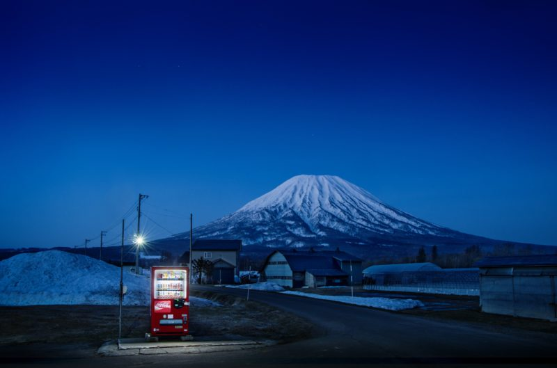 Eiji Ohashi - Vending Machines in Japan, Roadside Lights, Kutchan-town/Hokkaido