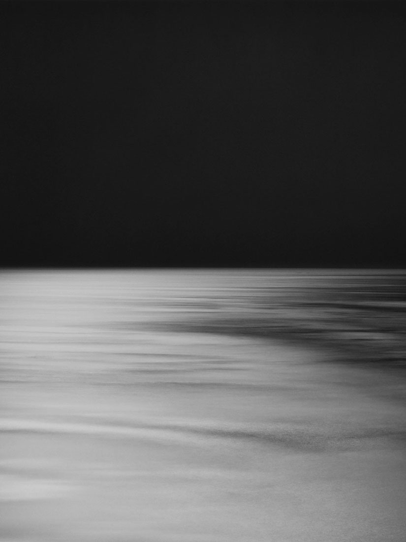 Hiroshi Sugimoto's fascinating & tranquil Seascapes