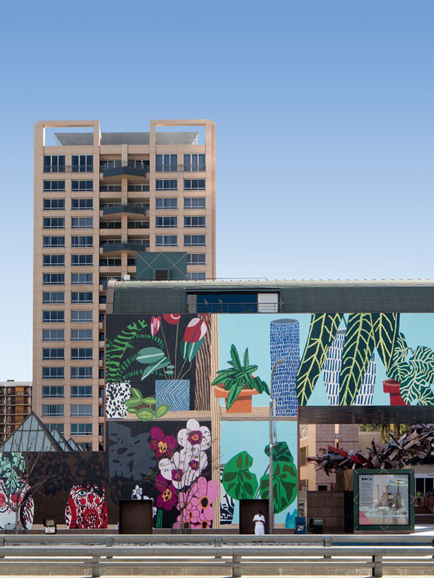 Jonas Wood's still life mural covers the entire Los Angeles MoCA
