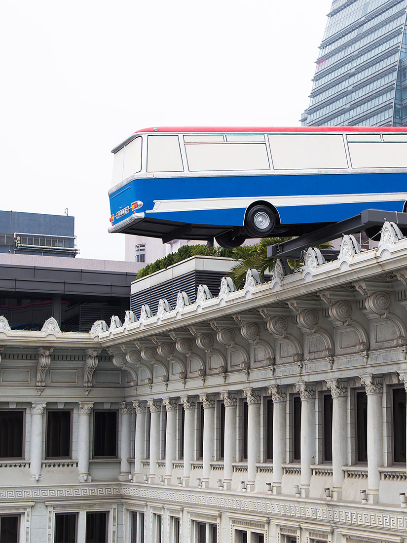 Richard Wilson & The Italian Job - Is this bus falling off a roof?