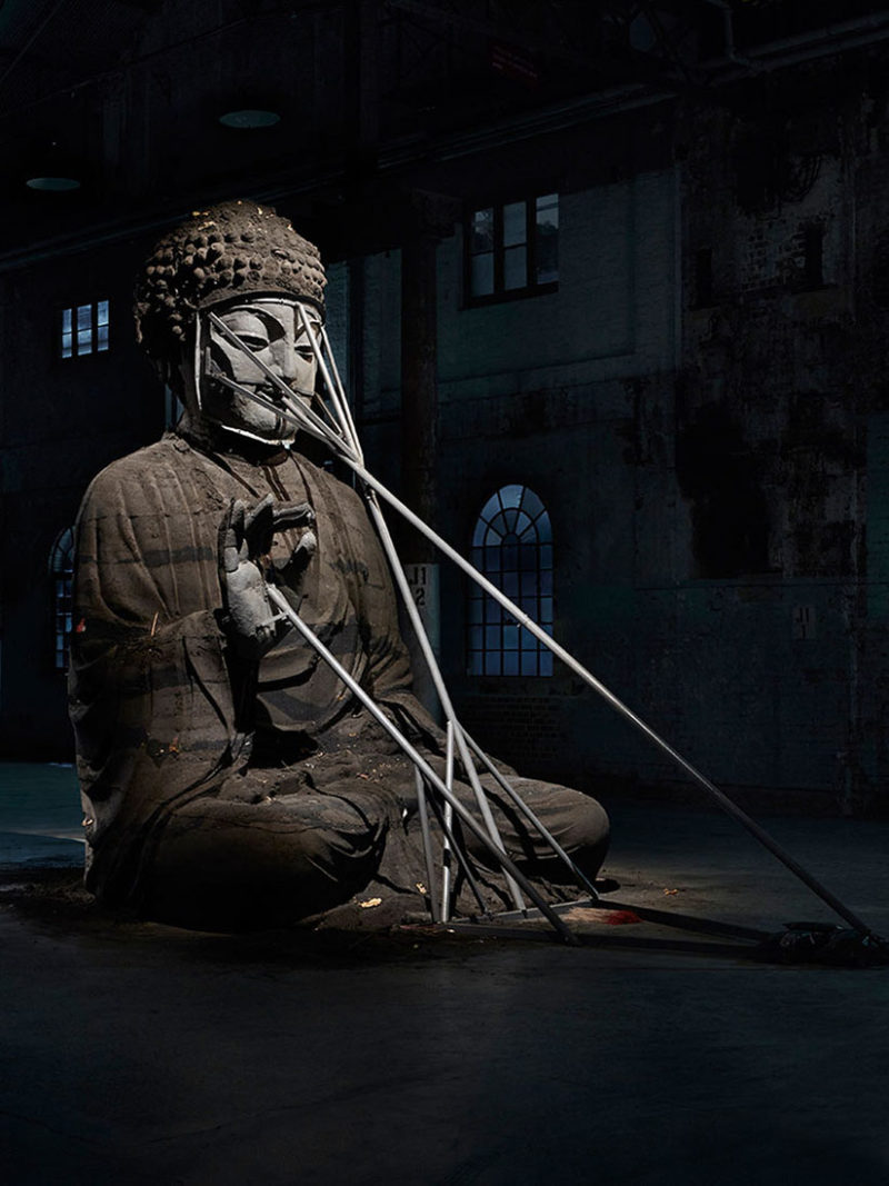 Zhang Huan used 20 tons of incense ash to create 5m statue