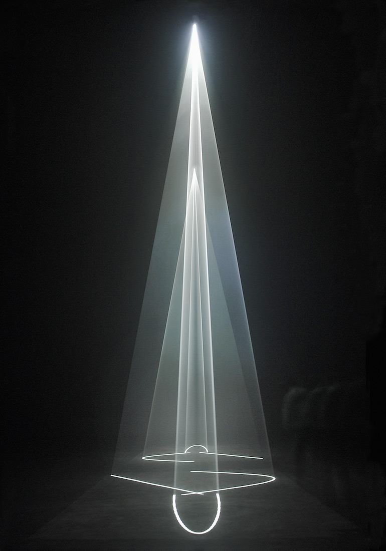 Anthony McCall - Between You and I, 2006 Installation view, Institut d'Art Contemporain, Villeurbanne, 2006