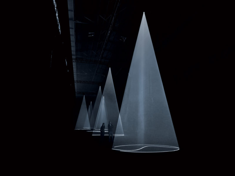 Anthony McCall - Breath (The Vertical Works), 2009, installation view at Hangar Bicocca, Milan, photo Giulio Buono
