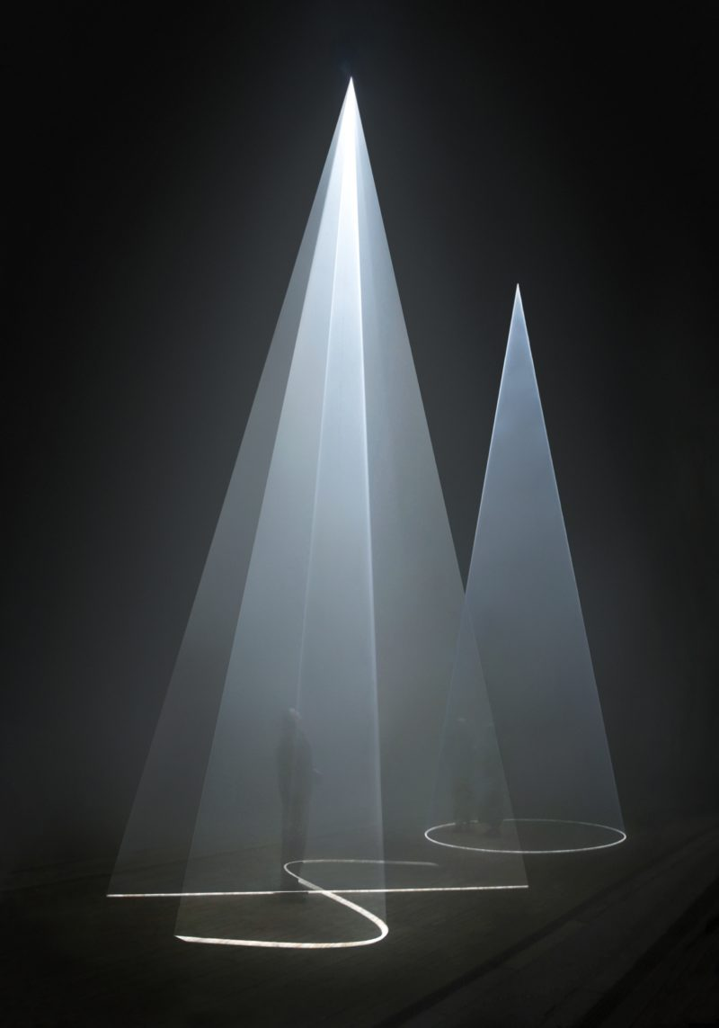 Anthony McCall - Installation view of Five Minutes of Pure Sculpture, Hamburger Bahnhof, Berlin, 2012