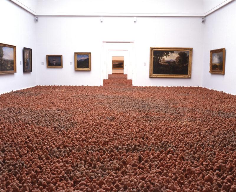 Antony Gormley - European Field, 1993, terracotta, variable size, approx. 35,000 elements, each 8-26 cm high, installation view, Kunsthalle zu Kiel, Kiel, Germany, 1997