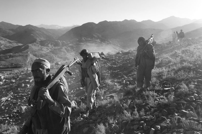 David Guttenfelder - Afghanistan - Anti-insurgent fighters walk through the mountains north of Jalalabad, Afghanistan, December 2001