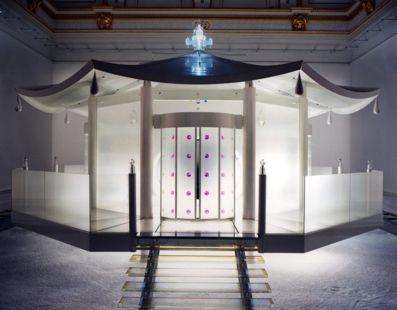 Mariko Mori - Dream Temple, 1997-1999, metal, glass, plastic, fiber optics, fabric, Vision Dome (3D hemispherical display), audio, 500 x 1000 cm, Royal Academy of Arts, 1999