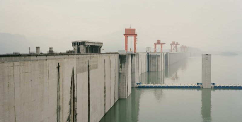 Nadav Kander – Three Gorges Dam I (The State is Shattered, Mountains and Rivers Remain), Yichang, Hubei Province