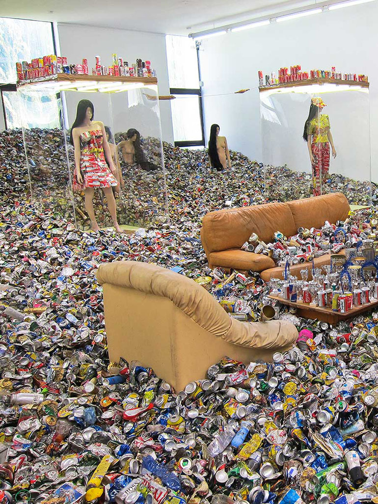 Thomas Hirschhorn filled entire museum with garbage