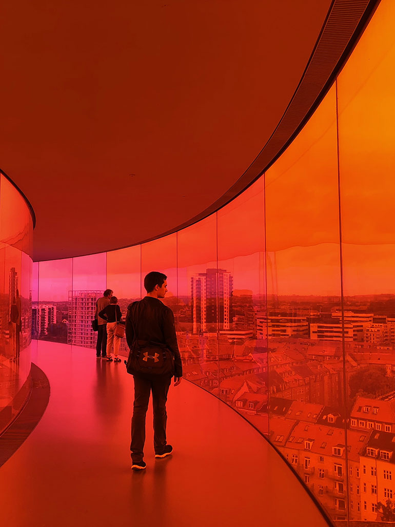 You make Olafur Eliasson's rainbow come alive