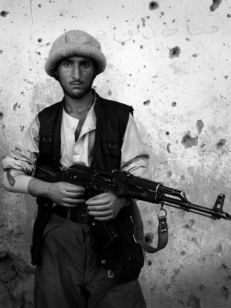 Stephen Dupont's Afghanistan photos - Live In the warzone