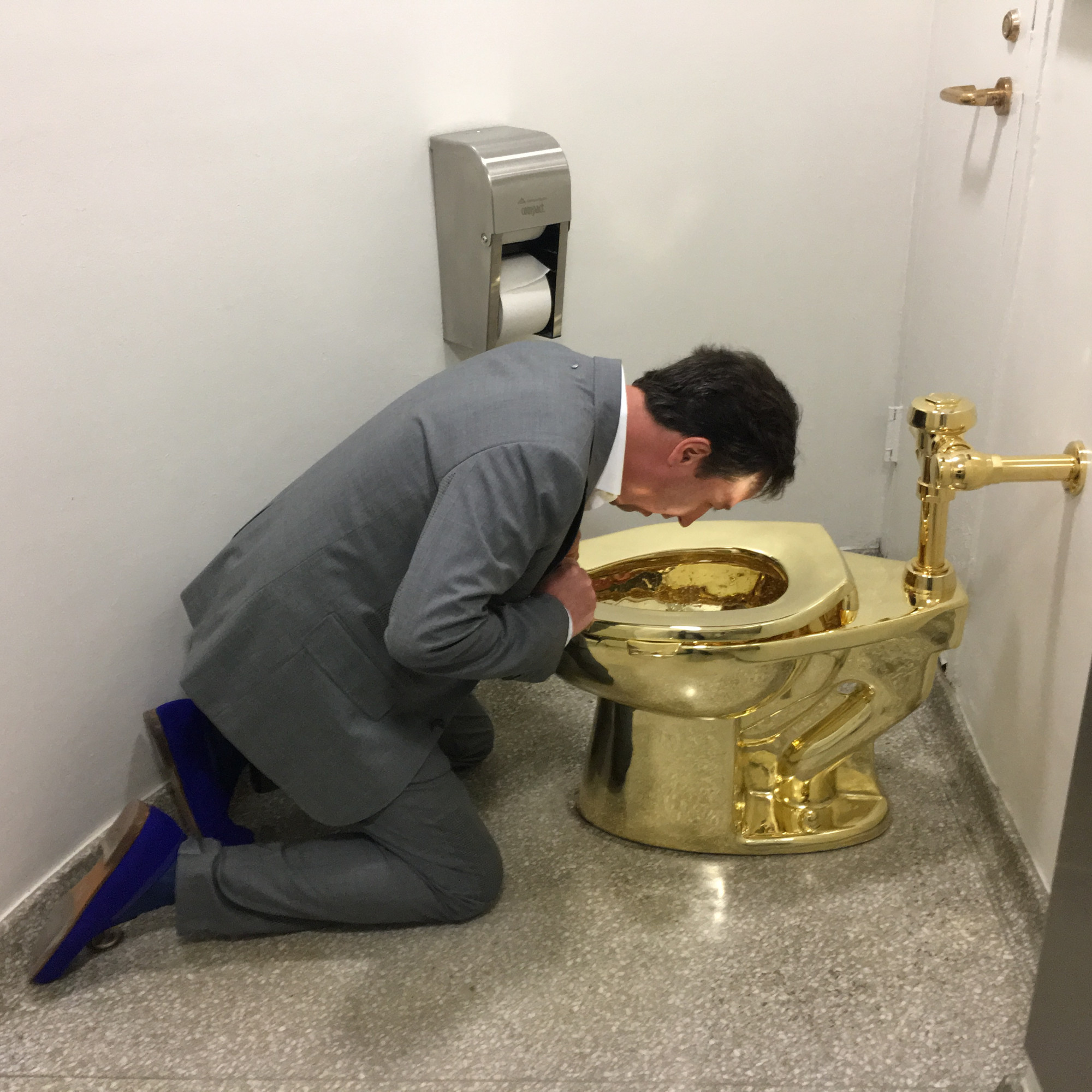 Maurizio Cattelan's America – A real golden toilet – Public Delivery