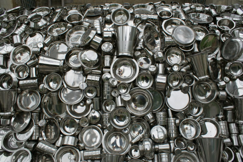 Subodh Gupta – Very Hungry God, 2006, hundreds of stainless steel containers, 360 x 280 x 330 cm, installation view, Chatsworth, United Kingdom, 2010