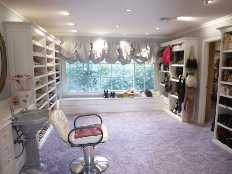 Catherine Opie – Shoe closet, 2010-2011, A hair-washing station inside the shoe closet, from 700 Nimes Road, Elizabeth Taylor's home