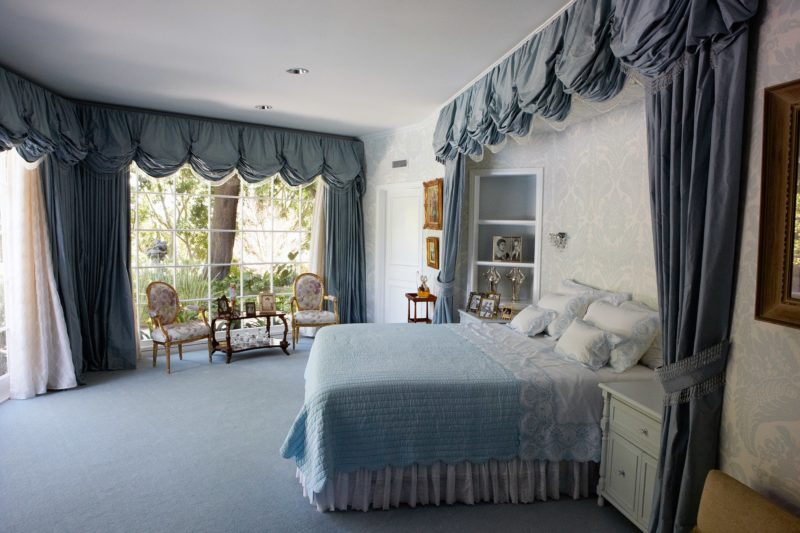 Catherine Opie – The blue room, from 700 Nimes Road, Elizabeth Taylor's home