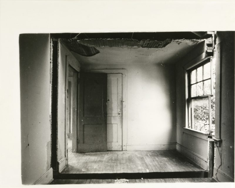 Gordon Matta-Clark - Splitting, 1974, Englewood, New Jersey.